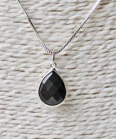 Facet geslepen zwarte agaat, zilveren ketting