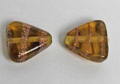 Glaskraal  driehoek, amberkleurig. Per stuk
