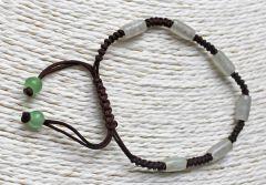 Armband bruin-rood met groenige kralen