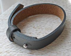 Armband donkergrijs leer met sluiting, heren. 18-24cm.