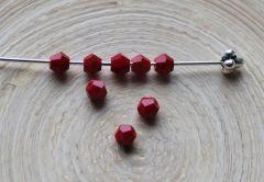 Glaskraal facetgeslepen bicone 4mm, donker rood opaque. Per 20 stuks