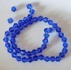 Glaskraal facet bicone saffierblauw 4mm. Per 20 stuks.