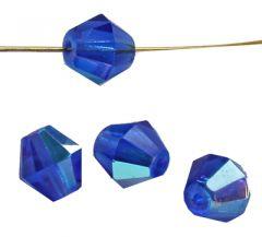 Glaskraal bicone 8mm saffierblauw met AB coating. Per zakje van 20 stuks.