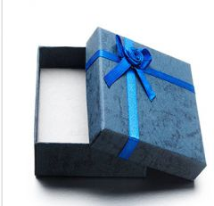 Cadeau doosje blauw voor ketting of armband  9x7x3cm. Per stuk.