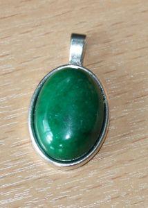 Hanger Jade groen, ovaal, 25x20mm