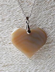 Hanger Agaat hart creme tot licht caramel kleur