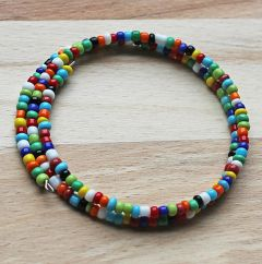Spiraal armband helder gekleurde 3mm rocaille kraaltjes