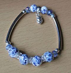 Armband 4 delftsblauwe bloem kralen met tulpje bedel