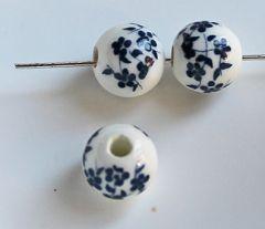Keramiek kralen bloem donkerblauw, 10mm. Per 5 stuks.
