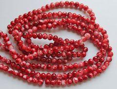 Glaskraal rond robijn rood met wit gemeleerd, 4mm. Per 60 stuks.