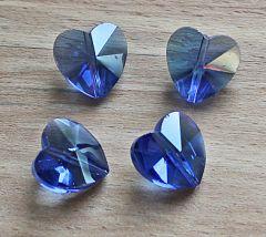 Glaskraal hartje 14x14x8mm licht blauw AB. Per stuk.