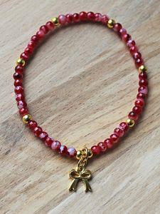 Armband rood gemeleerde kralen 4mm met bedeltje