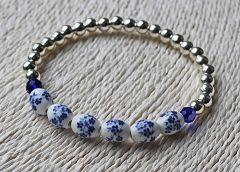 Armband delftsblauwe bloem kralen en zilverkleurige kralen