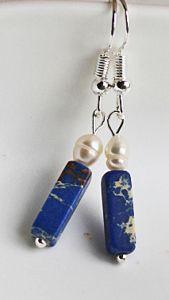 Oorbellen Imperial Jaspis blauw met zoetwater pareltje.