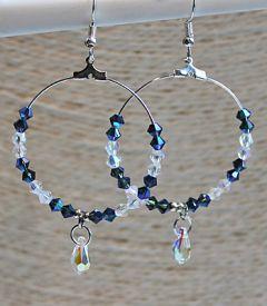 Oorbellen Hoepel Swarovski blauw en witte kristalkralen