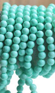 Glaskraal rond opaque licht turkoois groen, 6mm. Per 50 stuks.