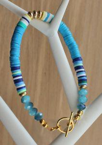 Armband blauwe katsuki kralen en goldplated kapittel slot