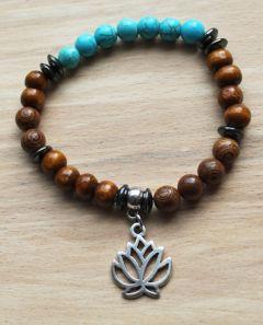Armband 8mm houten kralen en blauwe turkooiskleur kralen met lotus bedel