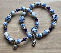 Armband delftsblauwe bloemkralen en tulpjes 18-19cm