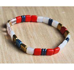 Armband Miyuki Tila kraaltjes 6x6mm rood, wit, blauw, goud. 15-16cm.