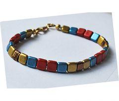Armband tila kraaltjes in metallic blauw, rood, goud en koper