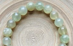 Half snoer zacht groene Jade kralen 10mm