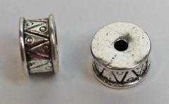 Metalen kraal 8x14. zilverkleurig. Per stuk.
