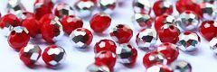 Glaskraal facetgeslepen rondel opaque rood met zilver 4x6mm. Per 50 stuks.