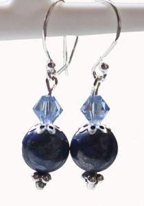 Oorbellen Lapis Lazuli en Swarovski bicone met sterling zilver.