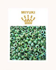 Rocailles 11/0 Miyuki opaque turquoise blue picasso. Per 10 gram.