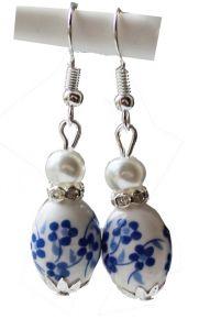 Oorbellen ovalen delftsblauwe kraal met strass en pareltje