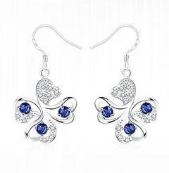 Oorbellen Klaver 4 met kleine blauwe zirconia steentjes, in cadeau doosje