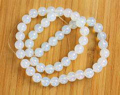 Snoer Opaliet kralen wit-blauw 6mm.