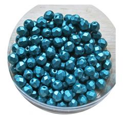 Glaskraal facetgeslepen 6mm pastel emerald,  per 50 stuks.