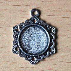 Kastje voor cabochon/plaksteen 16mm, zilverkleur met oog. Per stuk.