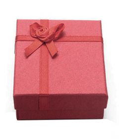 Cadeau doosje rood voor ketting of armband  9x7x3cm. Per stuk.