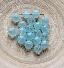 Glaskraal rond licht azuurblauw 10mm. Per 20 stuks.
