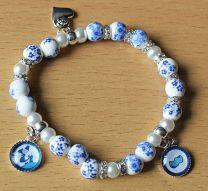 Armband kleine delftsblauwe kralen met bedels en strass 018