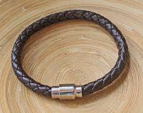 Armband kunstleer donkerbruin met magnetische sluiting, 21cm.