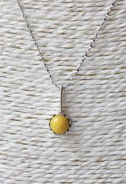 Halsketting met gele barnsteen hanger, zilveren ketting