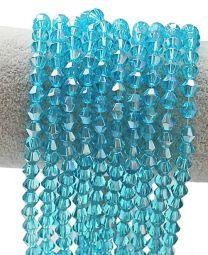 Glaskraal facetgeslepen bicone licht-blauwe kleur, 6mm, AB coating. Zakje van 30 stuks.