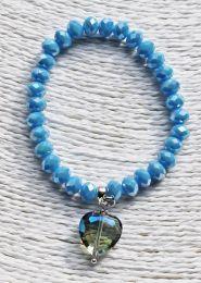 Armband zacht blauwe kralen met opaalcoating en glas-hart hanger