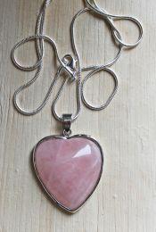 Halsketting met hartvormige rozekwarts hanger