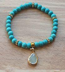 Armband 6mm kralen turkoois blauw-groen met bedel
