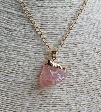 Ketting goudkleurig met Rozekwarts hanger