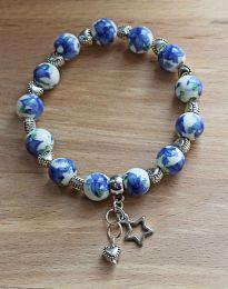 Armband blauwe bloem met hartjes en bedels