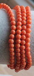 Glaskralen opaque oranje 4mm, per 50 stuks.
