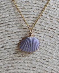Ketting goudkleurig met lila kleurige schelp