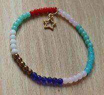 Armband kleurige mix 4mm kralen met bedeltje