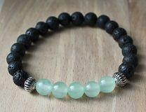 Armband zwarte 8mm lavakralen en zachtgroenige jade kralen